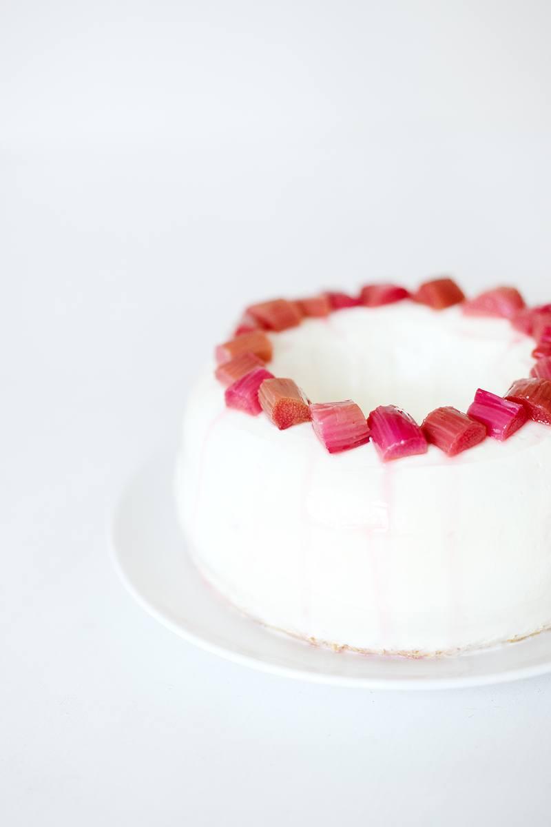 Rezept Chiffon Cake mit Quark-Frischkäse-Creme und geröstetem Rhabarber
