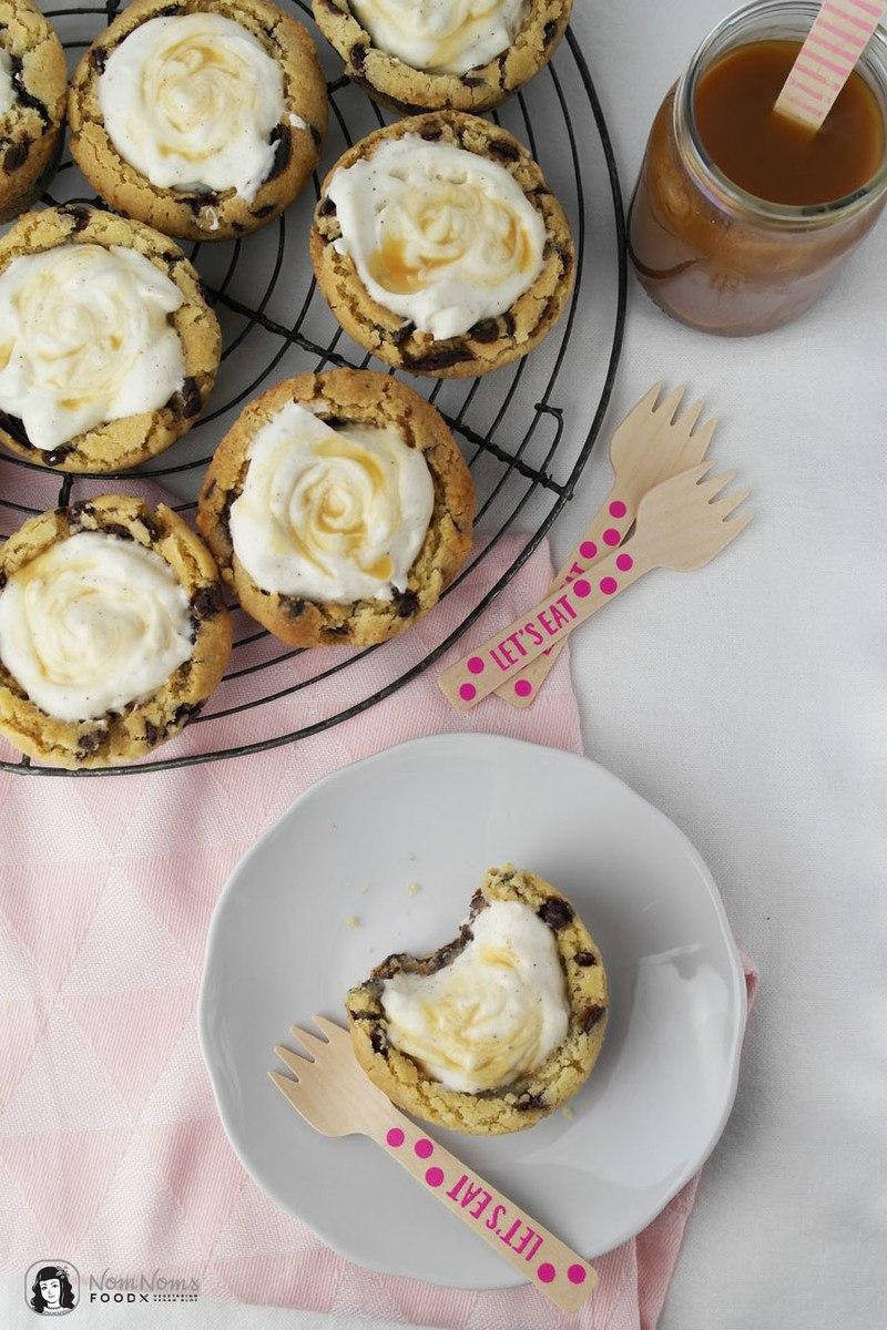 Rezept Chocolate Chip Cookie Cups mit Vanille-Käsekuchen-Füllung