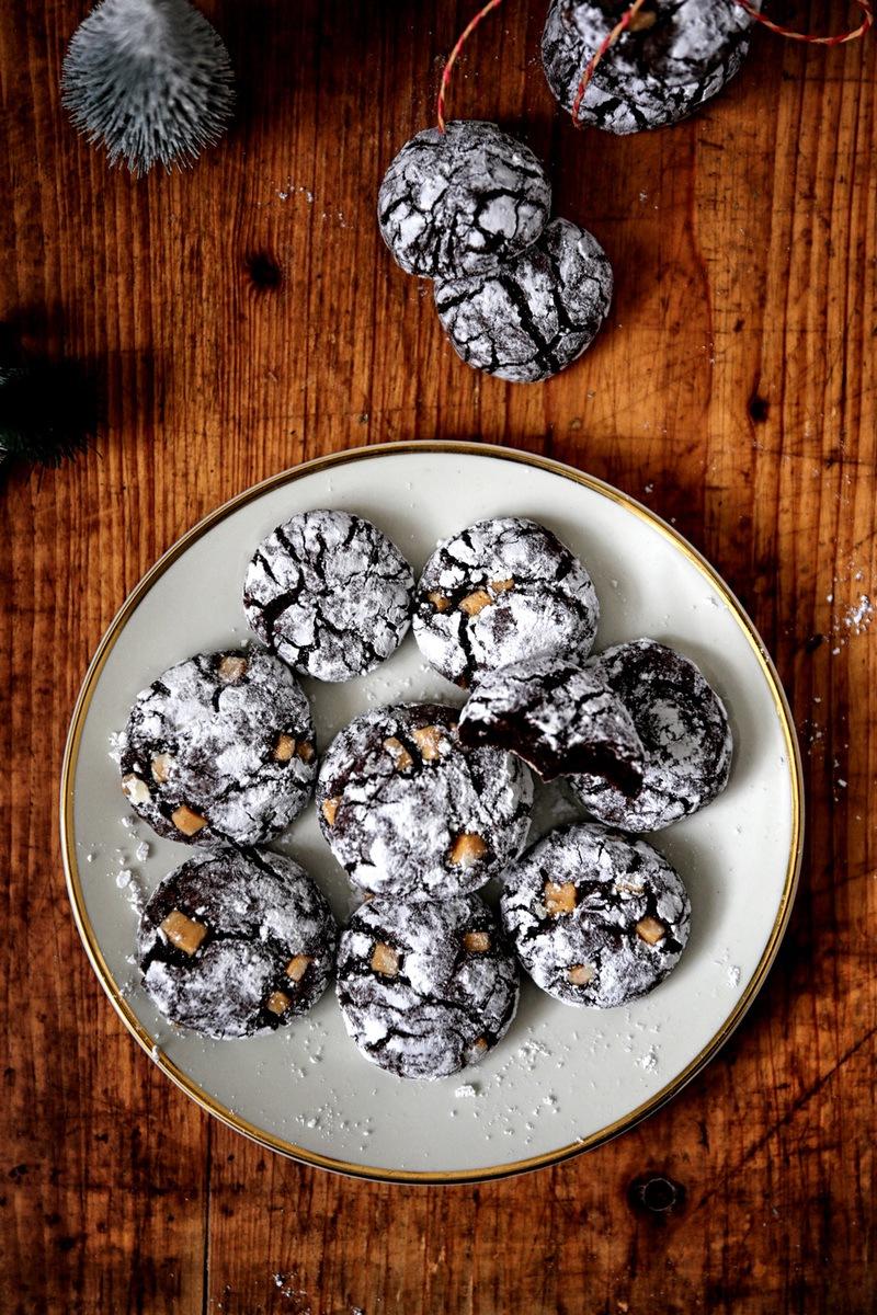 Rezept CHOCOLATE CRINKLE COOKIES MIT SALZ-KARAMELL-FUDGE