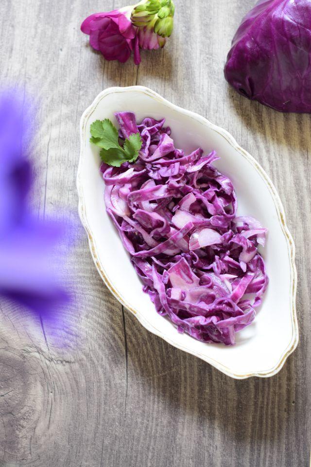 Rezept Coleslaw (Krautsalat) aus rotem Spitzkohl mit Kokosmilch (vegan)