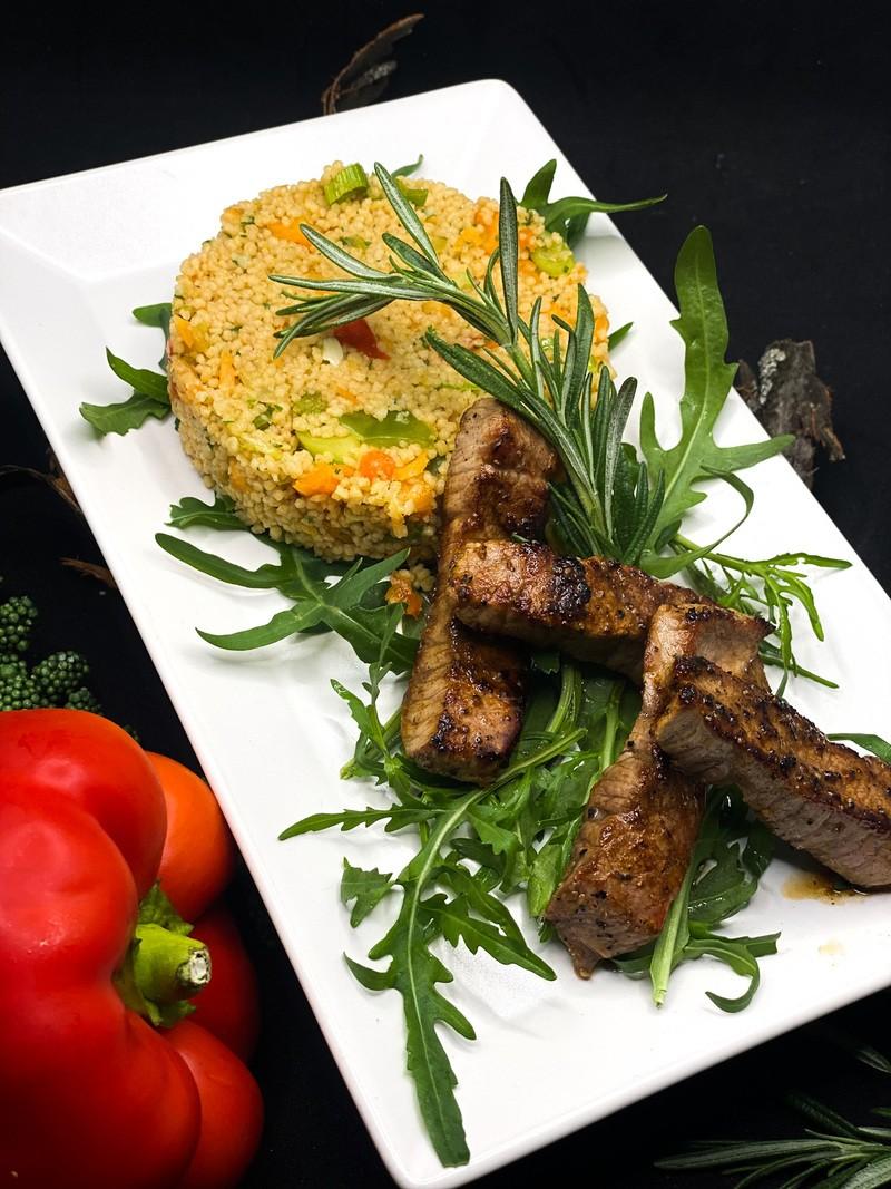 Rezept Couscous Salat mit saftigen Rindfleischstreifen