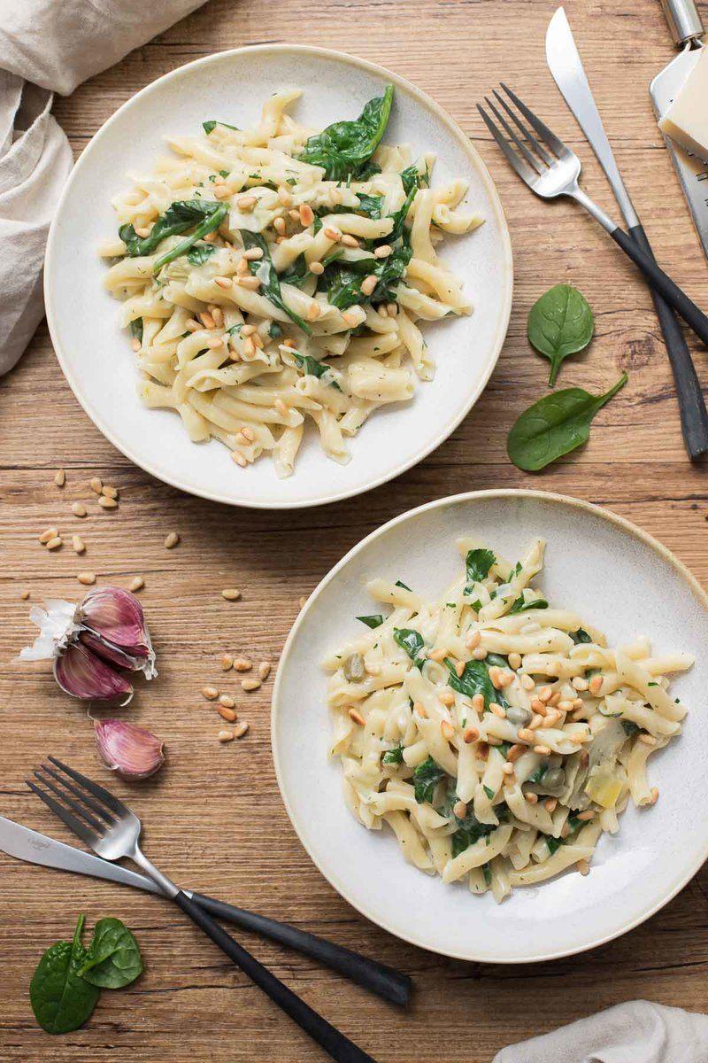 Rezept Cremige One Pot Pasta mit Artischocken und Zitrone