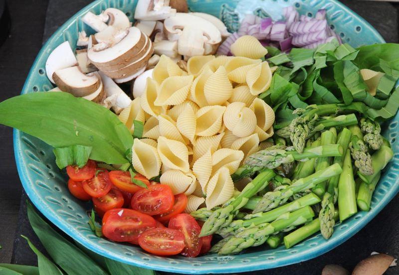 Rezept Cremige One Pot Pasta mit grünem Spargel und Bärlauch