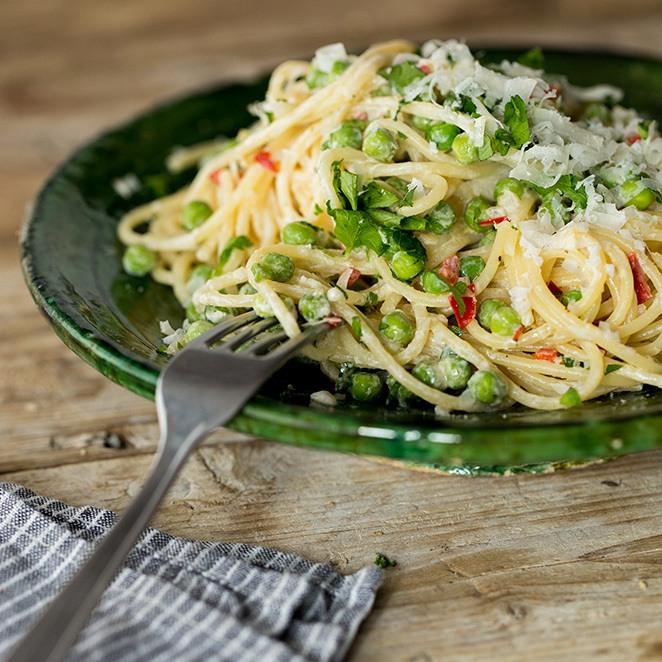 Rezept Cremige Spaghetti mit Chili, Erbsen und Zitrone