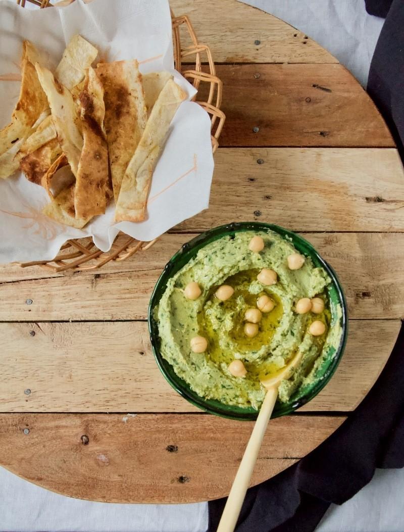 Rezept Cremiger Bärlauch Hummus mit knusprig gerösteten Fladenbrot Sticks