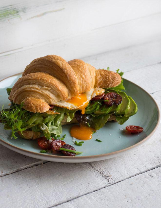 Rezept Croissant Sandwich mit Chorizo, Ei und Avocado