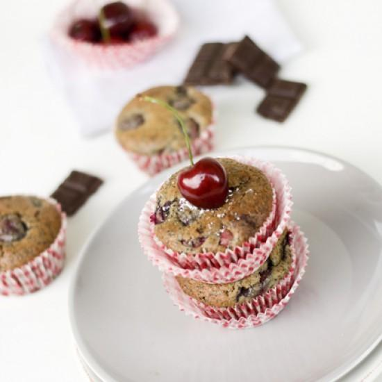 Rezept Dark Chocolate Cherry Poppy Muffins