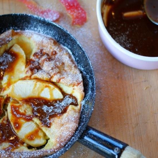 Rezept Dutch Baby mit Apfel und Karamellsirup