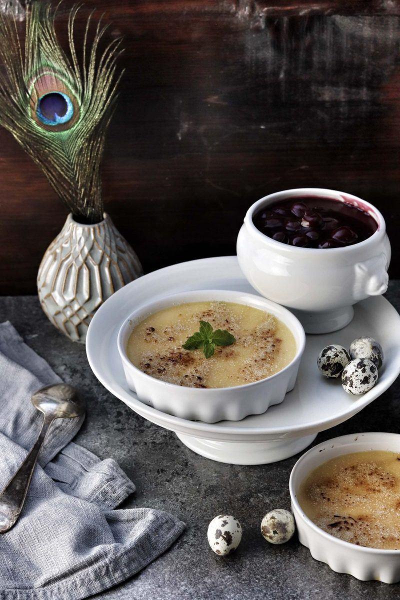Rezept Eierlikör Crème brûlée mit heißen Kirschen