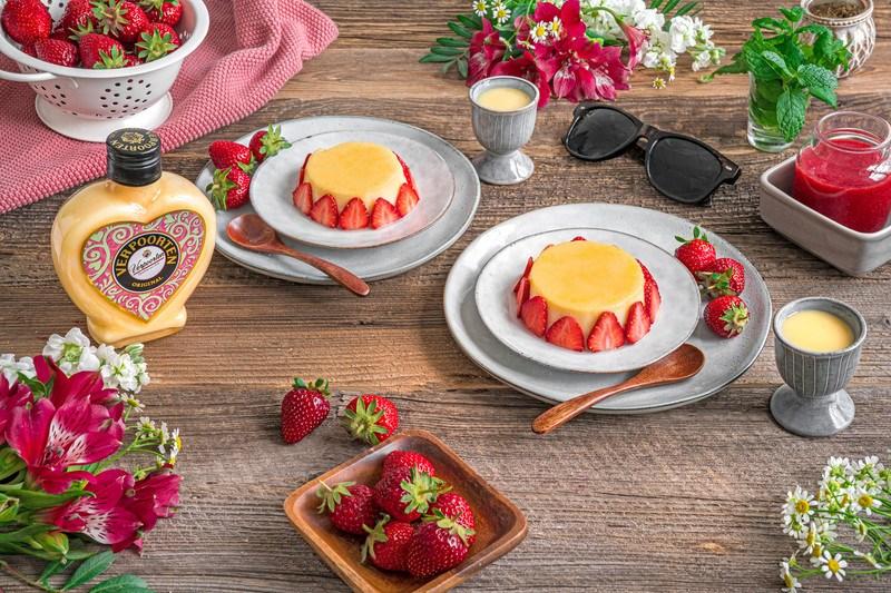 Rezept Eierlikör-Flan mit Original Eierlikör und Erdbeeren