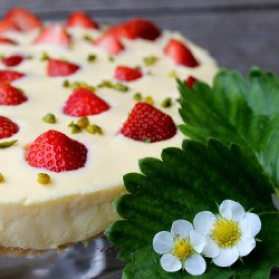 Rezept Eierlikörpuddingtorte mit versunkenen Erdbeeren