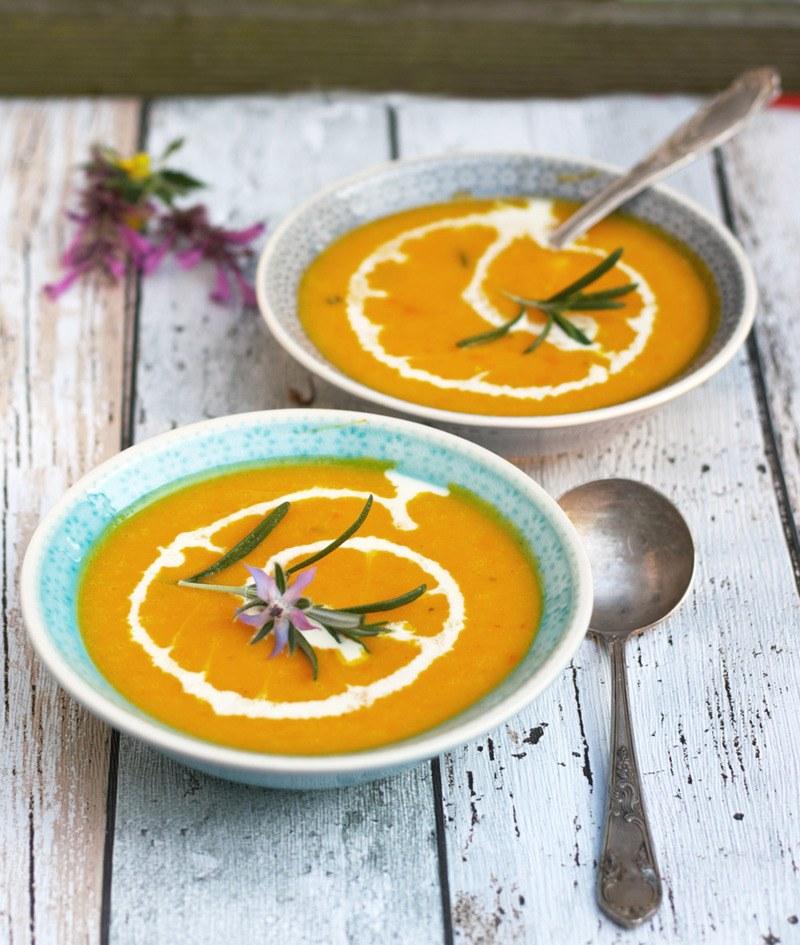 Rezept Einfache Kürbissuppe mit Rosmarin und Orangensaft