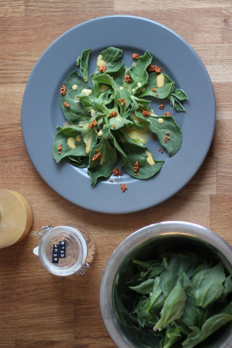 Rezept Eistropfsalat mit Orangen-Senf-Honig-Dressing und karamellisierten Senfsamen