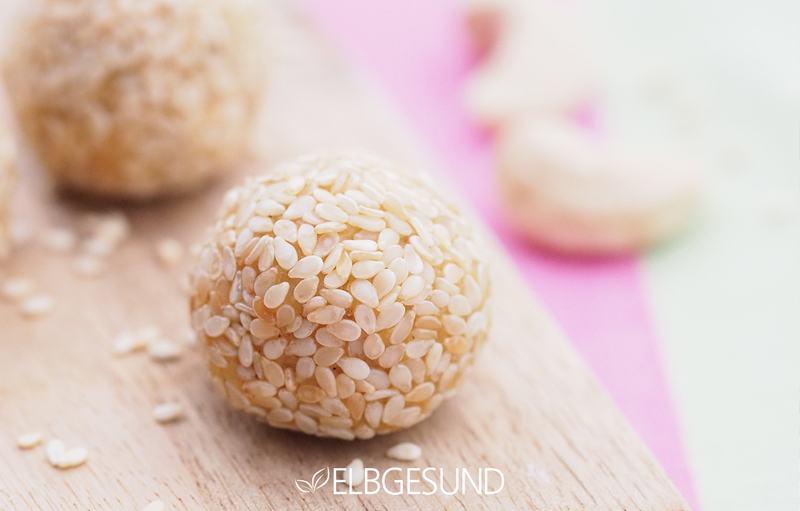 Rezept Energieballs mit Cashews und Mangos sichern euch einen guten Start ins neue Jahr!
