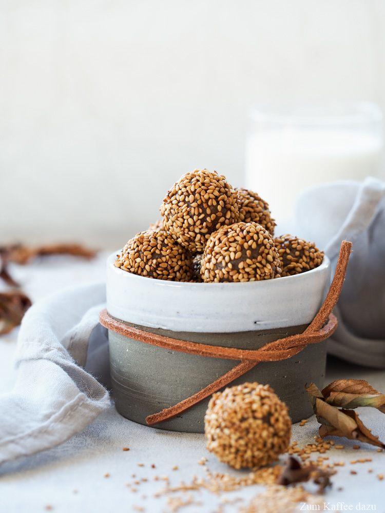 Rezept Energiekugeln mit Datteln und Sesam