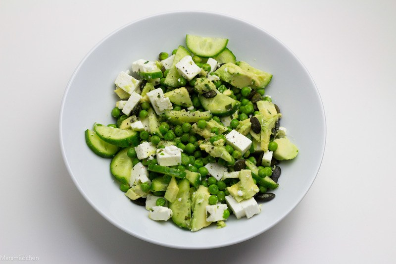 Rezept Erbsensalat mit Feta, Avocado und Kürbiskernen