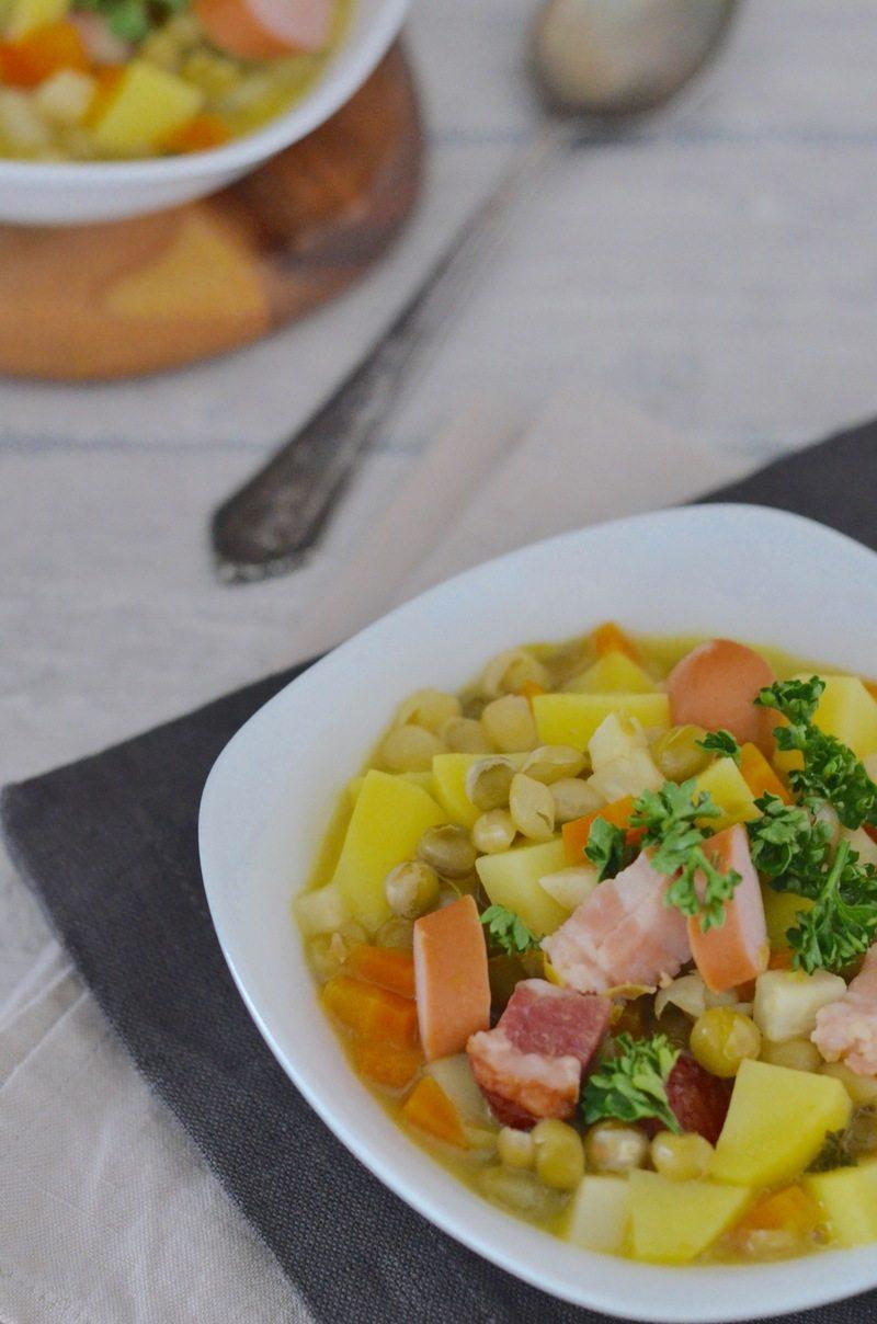 Rezept Erbsensuppe mit Speck und Würstchen