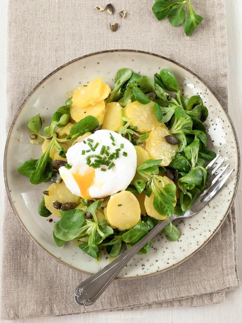 Rezept Erdäpfel-Vogerlsalat mit pochiertem Ei
