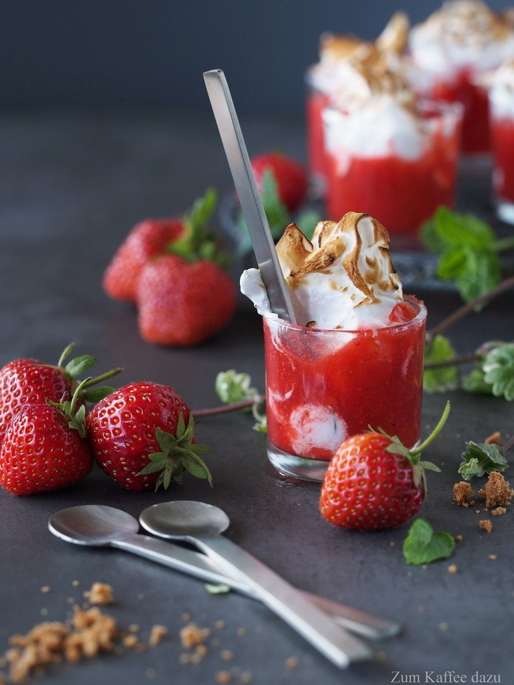 Rezept Erdbeer-Holunderblüten-Shots mit Marshmallow