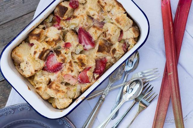 Rezept Erdbeer-Rhabarber Cheesecake French Toast Auflauf