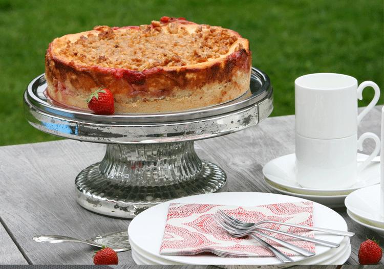 Rezept Erdbeer-Rhabarber-Käsekuchen mit Walnusshaube