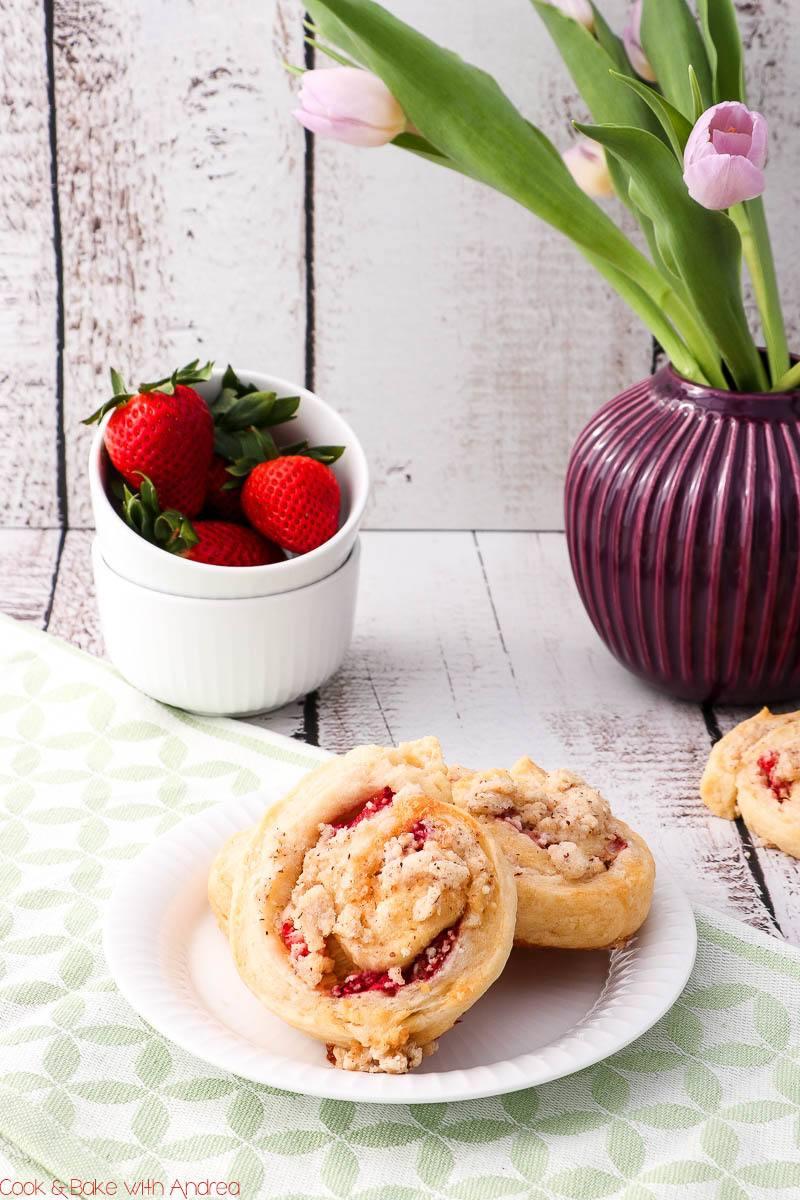 Rezept Erdbeer-Rhabarberschnecken mit Streusel