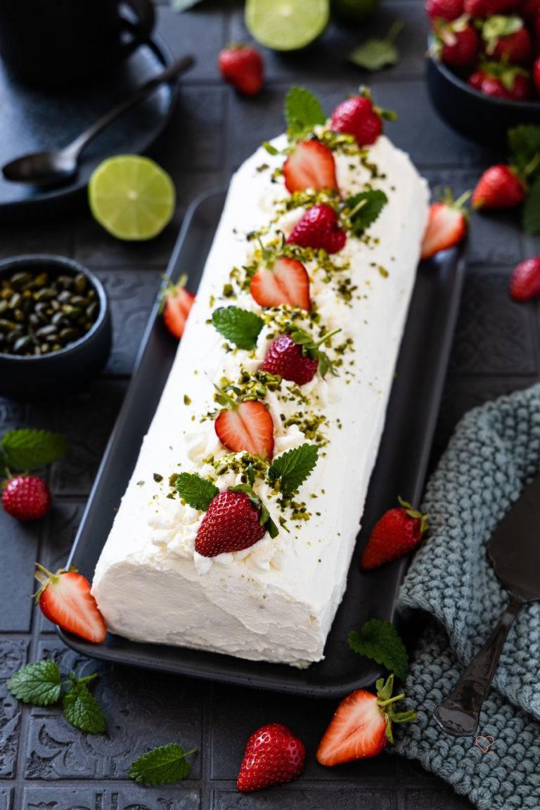 Rezept Erdbeer-Sahne-Rolle (Biskuitrolle)