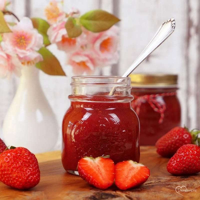 Rezept Erdbeer-Samt-Marmelade und Tipps wie sie nicht braun wird