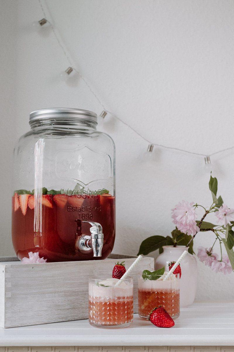 Rezept Erdbeere-Basilikum-Bowle mit Vanilleeis (Schlammbowle)
