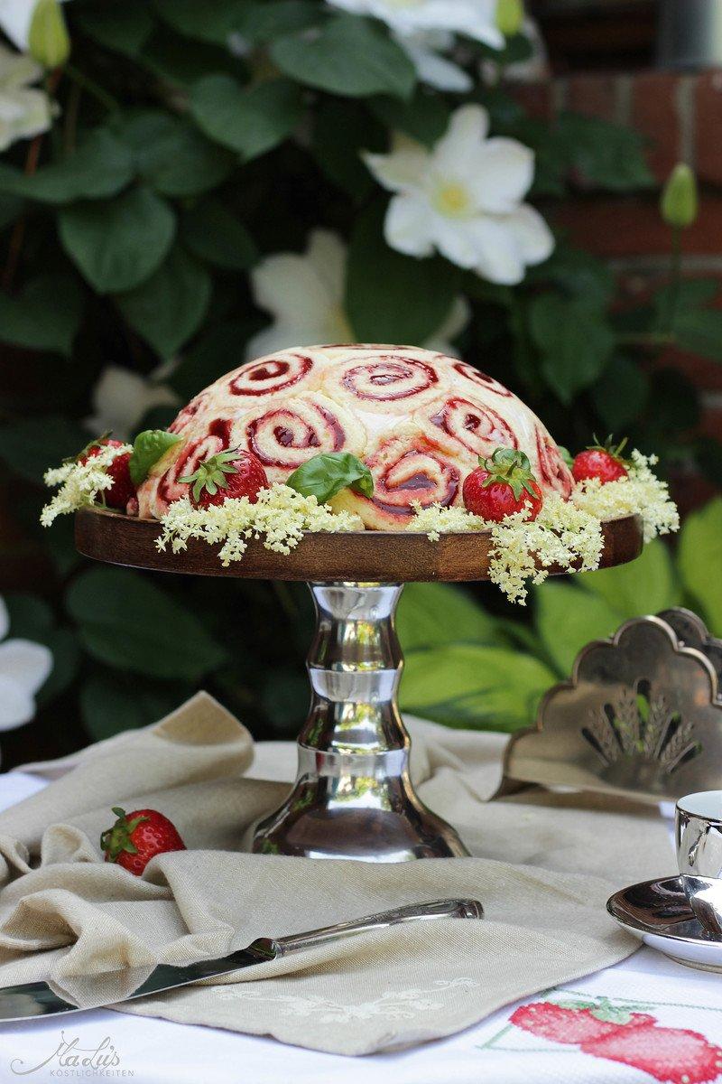 Rezept Erdbeere-Holunderblüte-Basilikum Charlotte