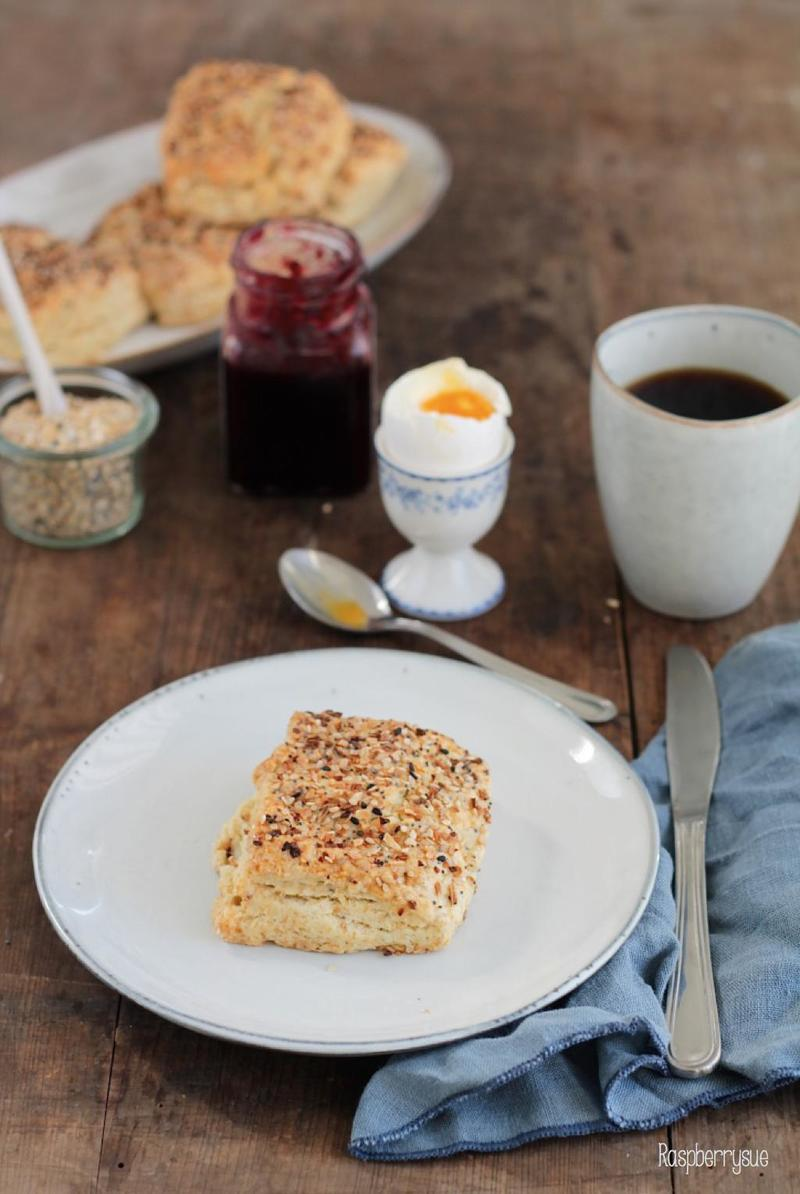 Rezept Everything Cream Cheese Biscuits