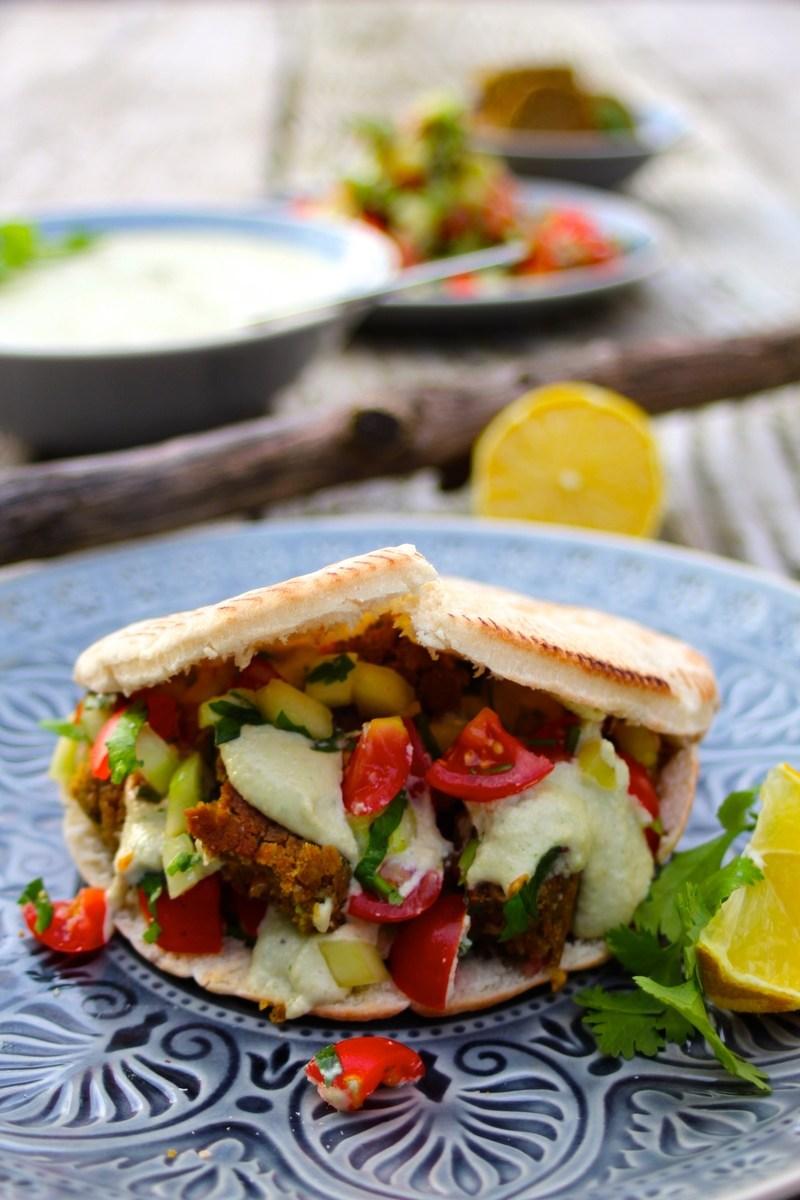 Rezept Falafel mit Cashewsosse in Pitabrot (vegan!)