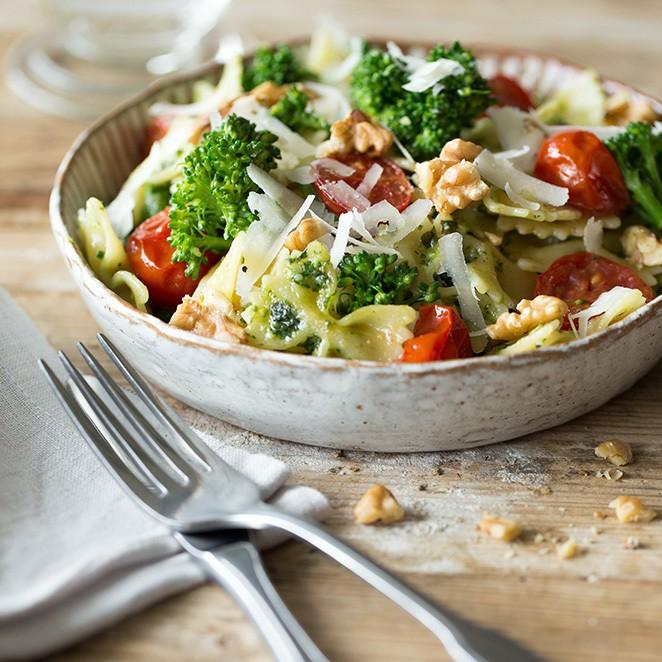 Rezept Farfalle mit grünem Pesto, Kirschtomaten und Brokkoli