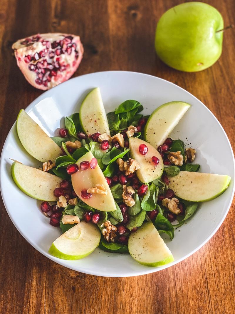 Rezept Feldsalat mit Granatapfel und Nüssen