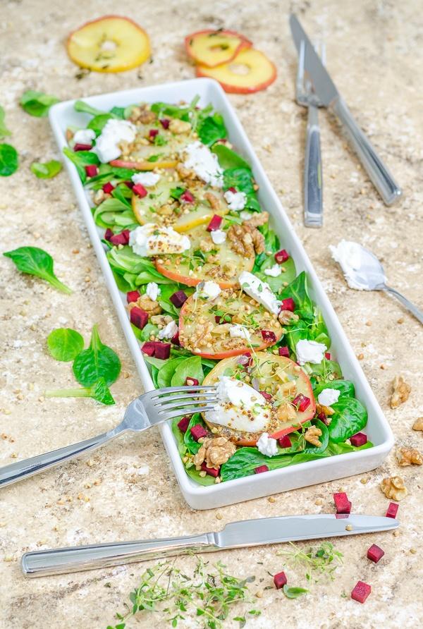 Rezept Feldsalat mit Thymian-Äpfeln, Ziegenfrischkäse und Walnüssen