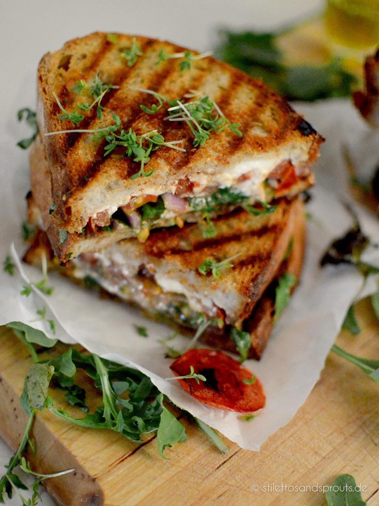 Rezept Feta Grilled Cheese Sandwich mit Rucola und Tomate