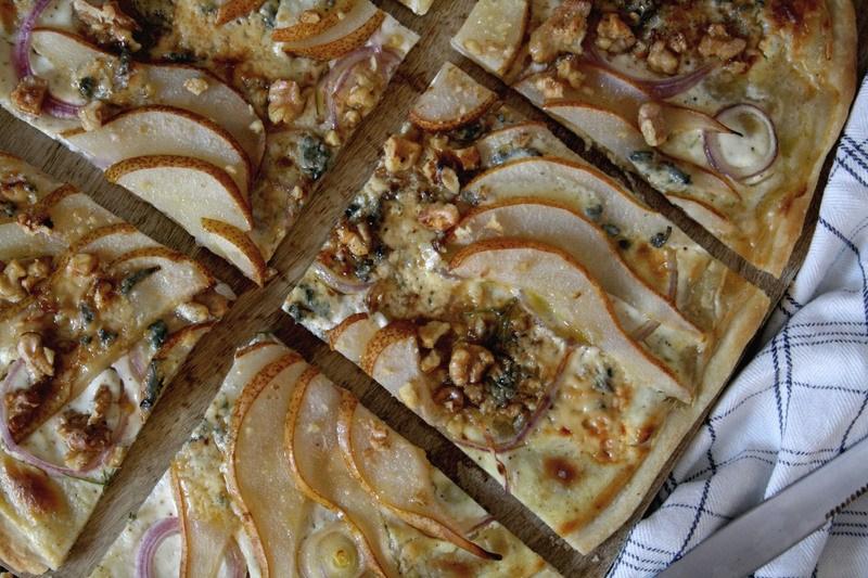 Rezept Flammkuchen mit Birne & Blauschimmelkäse