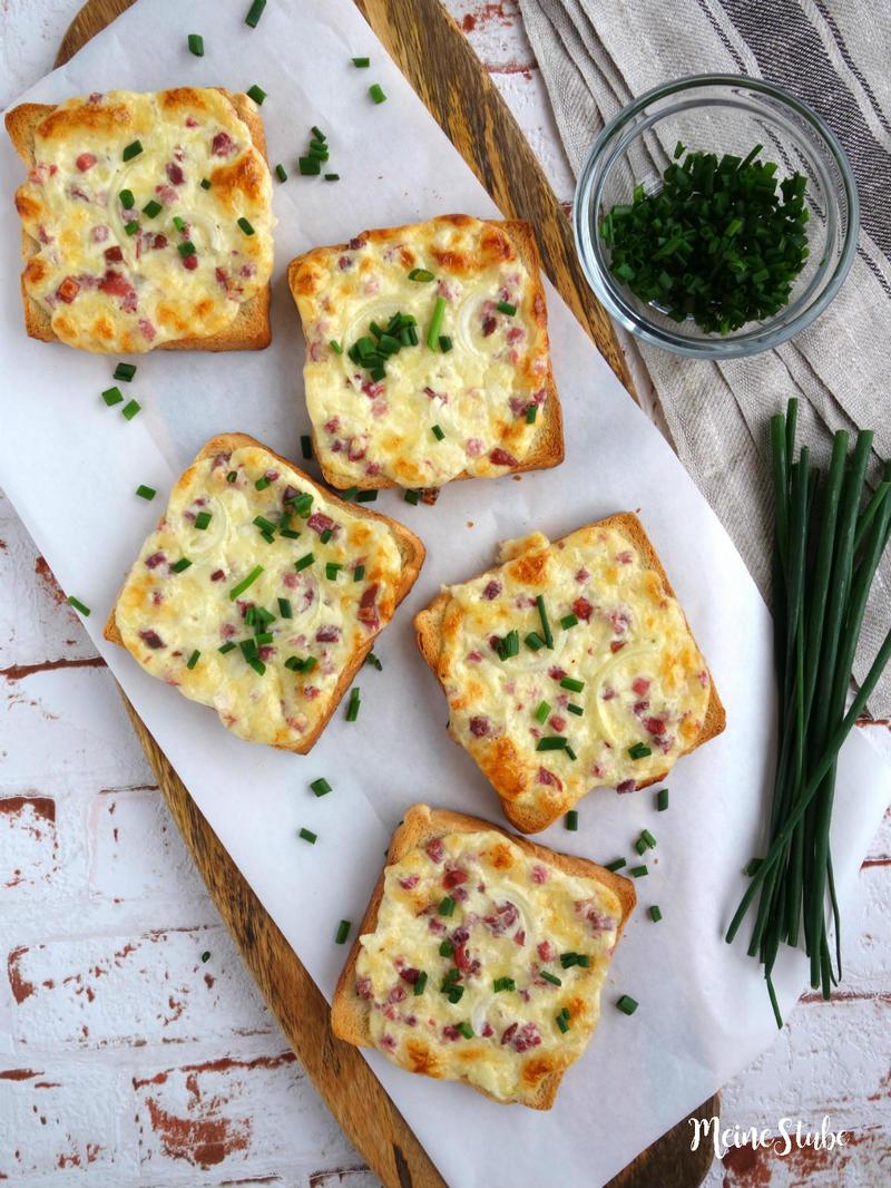 Rezept Flammkuchen Toast mit Speck und Zwiebeln