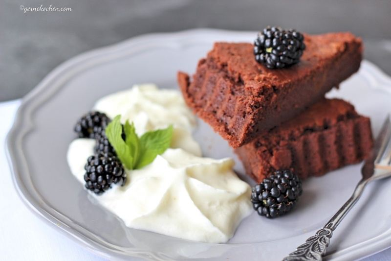 Rezept Fondant au Chocolat mit weißem Schokoladen-Joghurt Espuma