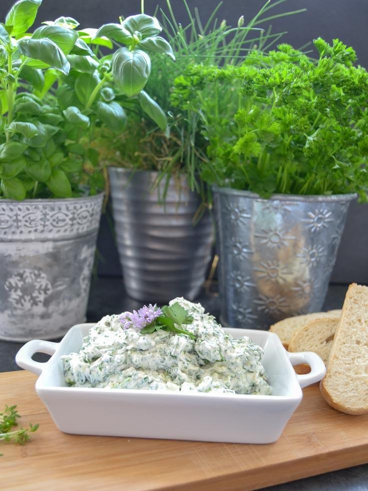 Rezept Frischkäse Dip mit Gartenkräutern