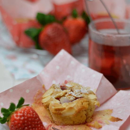 Rezept Frühstücksmuffins mit Erdbeeren und Mandeln