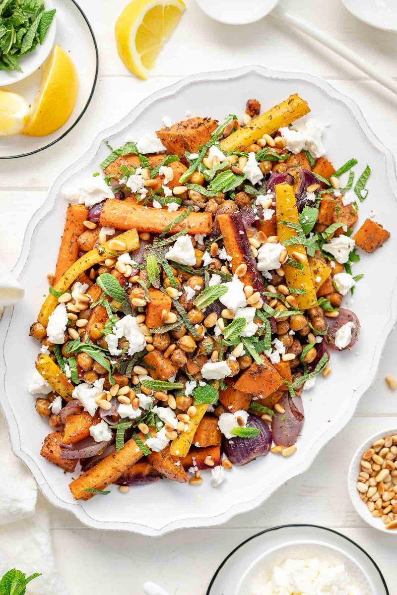 Rezept Gebackenes Gemüse und Kichererbsen mit Zatar, Minze & Feta