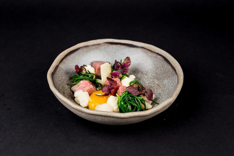 Rezept Gebeiztes Rinderfilet mit Onsen Egg und eingelegtem Blumenkohl