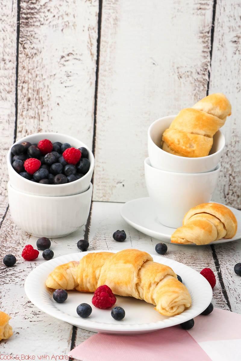 Rezept Gefüllte Frühstückshörnchen aus Joghurt-Hefe-Teig