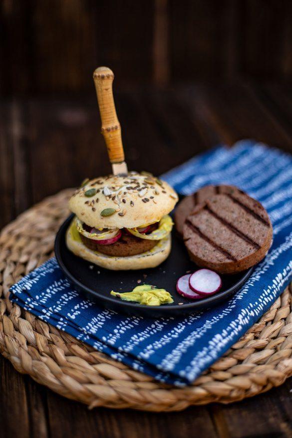 Rezept Gegrillte Leberrolle mit Zwiebeln und Radieschen – der etwas andere Burger