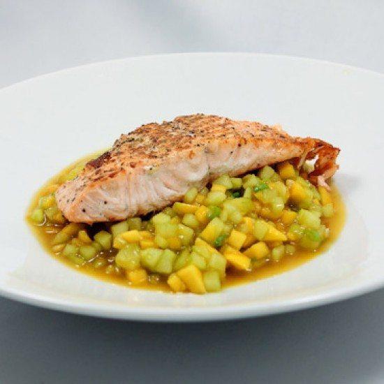 Rezept Gegrillter Lachs mit Gurken-Mango-Salat