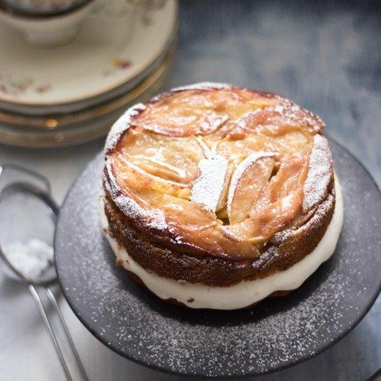 Rezept gestürzter Apfel-Polenta-Kuchen mit Calvados-Mascarpone-Füllung