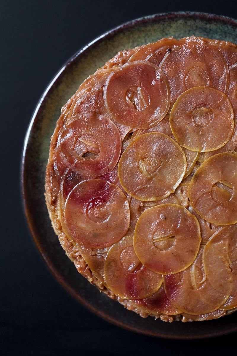 Rezept Gestürzter karamellisierter Apfelkuchen mit Zimt und Muskat