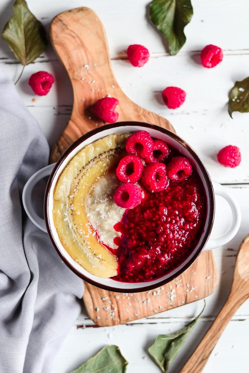 """Rezept Gesundes """"Heiße Liebe"""" Porridge mit karamellisierte Banane (vegan, gf)"""