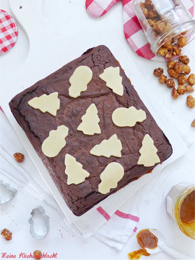 Rezept Gewürz Brownie mit Mandarinen Marmelade und Butter-Caramel Toffee mit gebrannten Mandel Splittern